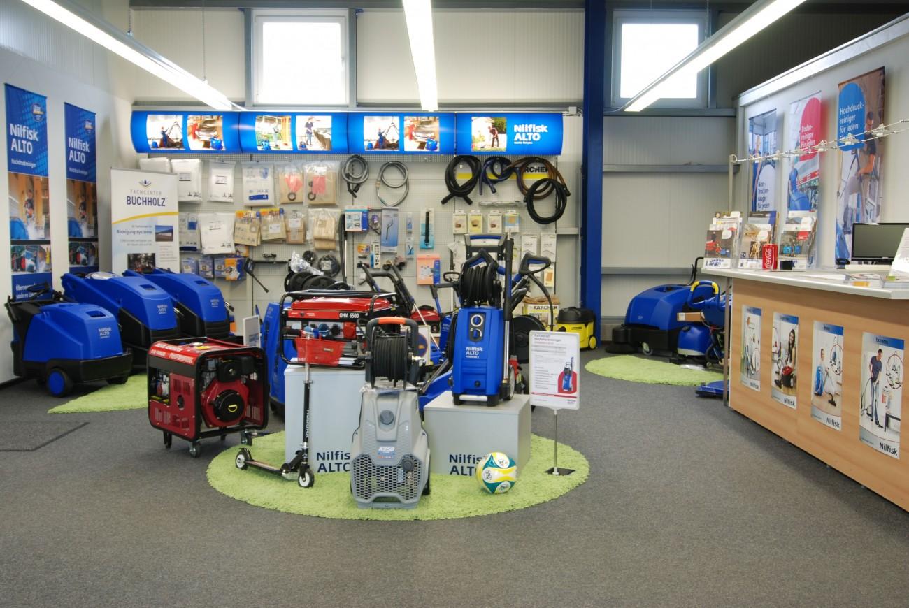 Im Ladengeschäft von Fachcenter Buchholz, Spezialist für Reinigungsgeräte